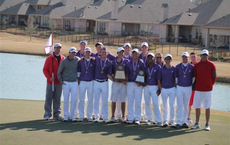 Golf team members win at district, advance to regionals