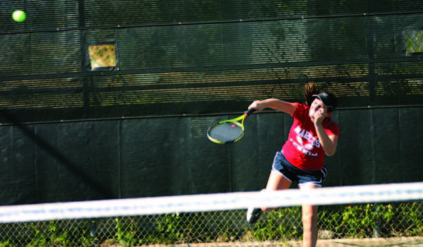 Tennis+continues+undefeated+season