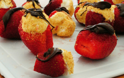 Valentines Day Recipe: Cheesecake-Stuffed Strawberries
